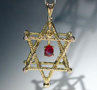 Pendant. Gold, ruby, diamonds