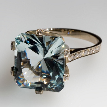 White gold, diamonds, aquamarine / topaz