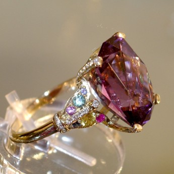 Gold, sapphires, diamonds, amethyst